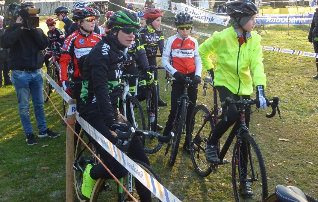 Jeugdrenners in training met Lars Boom en Marianne Vos