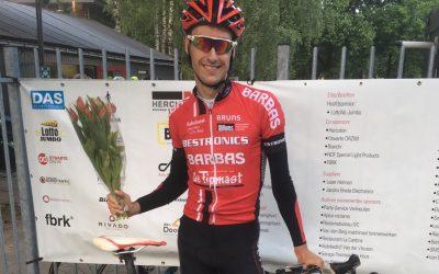 Jeffrey van den Hoven wint 2e race zomeravondcompetitie