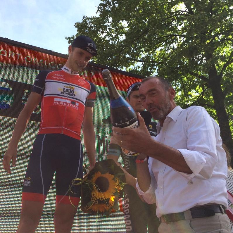 17 Midden-Brabant Poort Omloop Champagne voor winnaar Jaap Kooijman