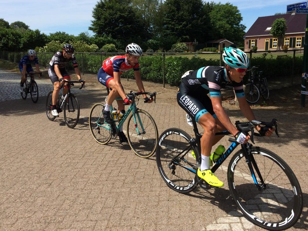 9 Midden-Brabant Poort Omloop 2017 Jaap Kooijman kopgroep