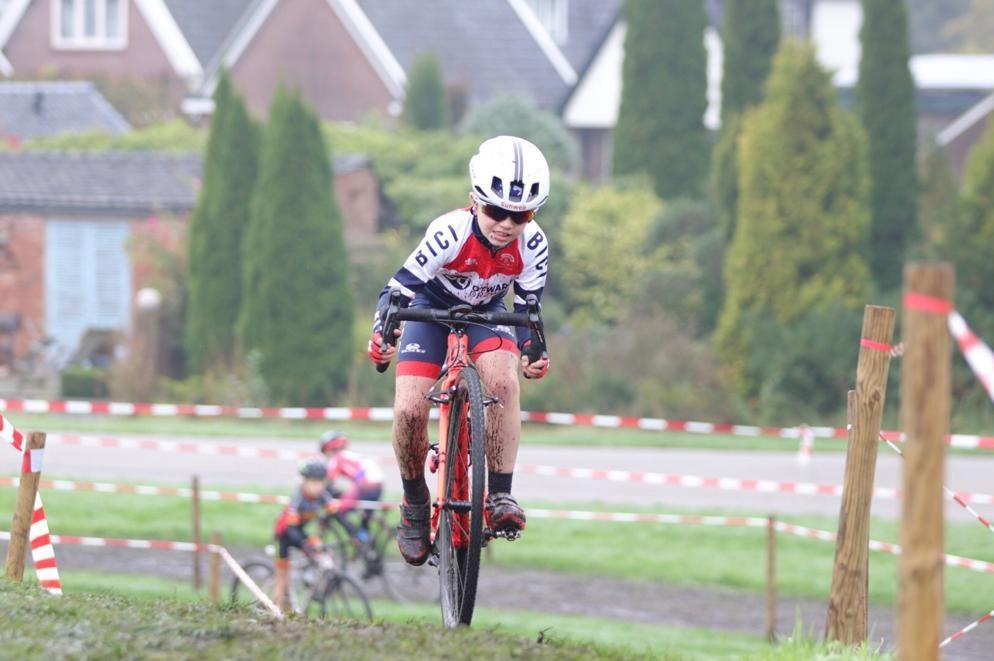 Winst en podiumplaatsen bij crossende jeugdrenners